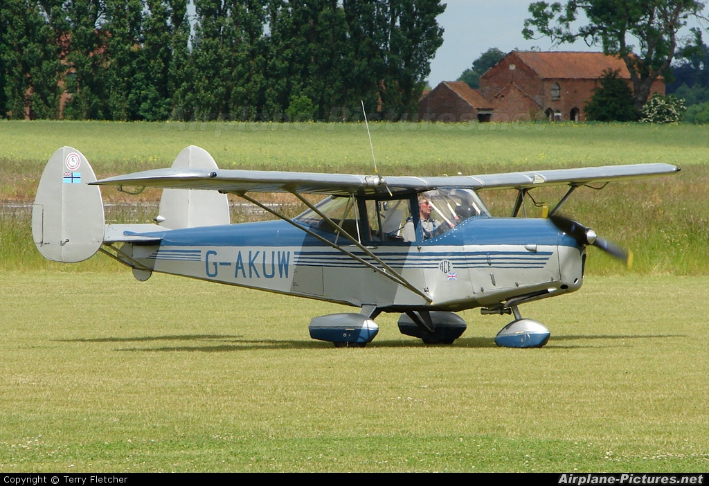 Private G-AKUW aircraft at Wickenby