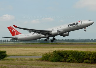 N813NW - Northwest Airlines Airbus A330-300