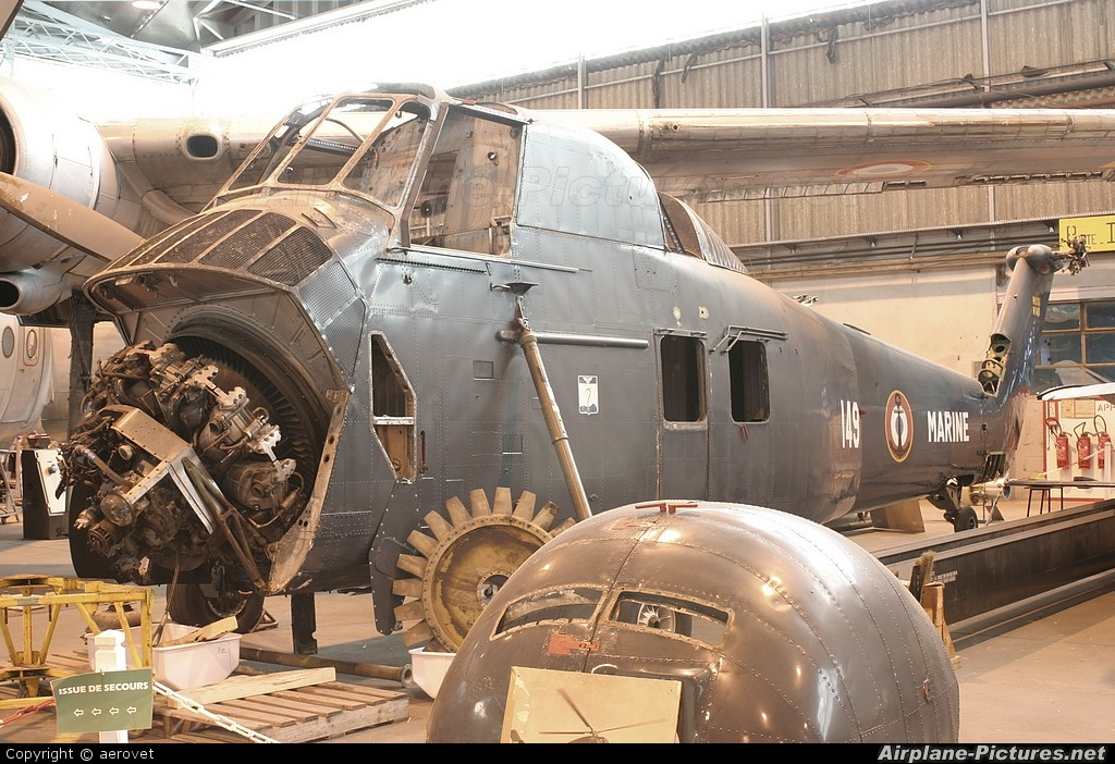 France - Navy 149 aircraft at Bordeaux - Merignac