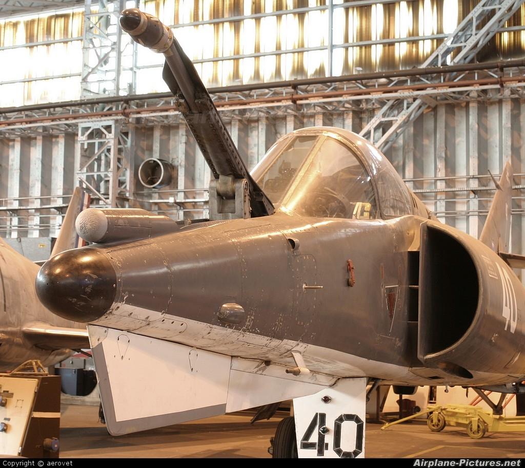 France - Navy 40 aircraft at Bordeaux - Merignac