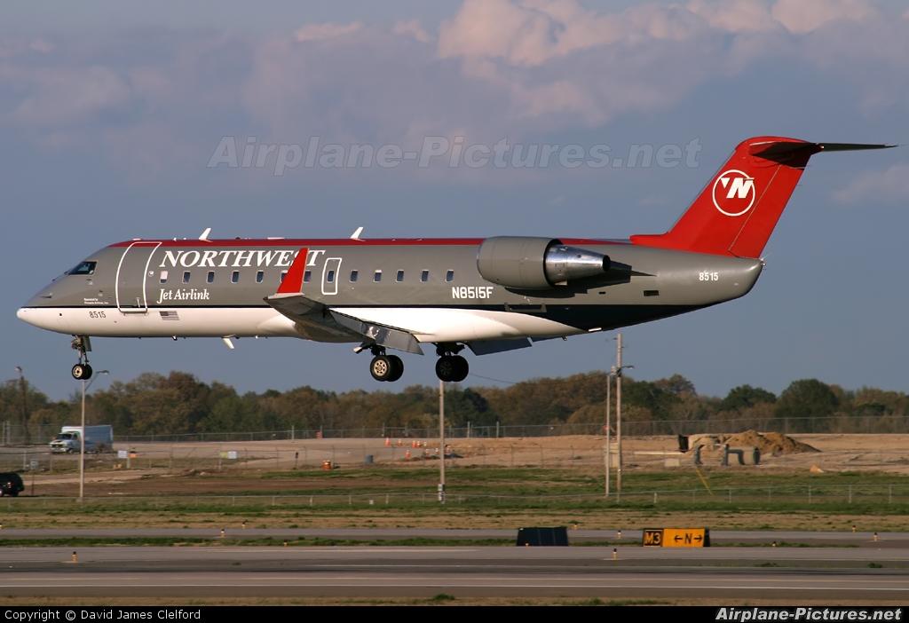 N8515f Northwest Airlink Canadair Cl 600 Crj 200 At