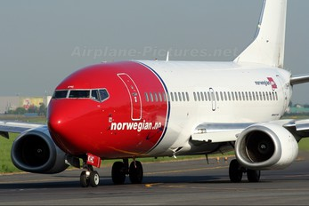 LN-KHC - Norwegian Air Shuttle Boeing 737-300