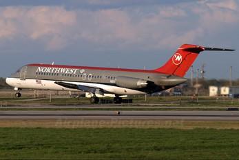 N8944E - Northwest Airlines McDonnell Douglas DC-9