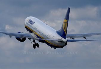 EI-CST - Ryanair Boeing 737-800