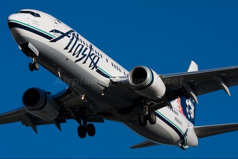 N585AS - Alaska Airlines Boeing 737-800