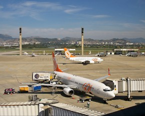 PR-GIX - GOL Transportes Aéreos  Boeing 737-800