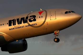 N858NW - Northwest Airlines Airbus A330-200