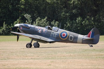 "AB910 - Royal Air Force ""Battle of Britain Memorial Flight"" Supermarine Spitfire Mk.Vb"