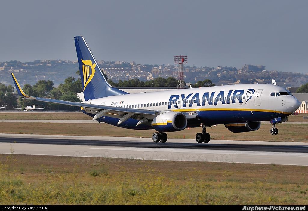 Ryanair EI-DLE aircraft at Malta Intl
