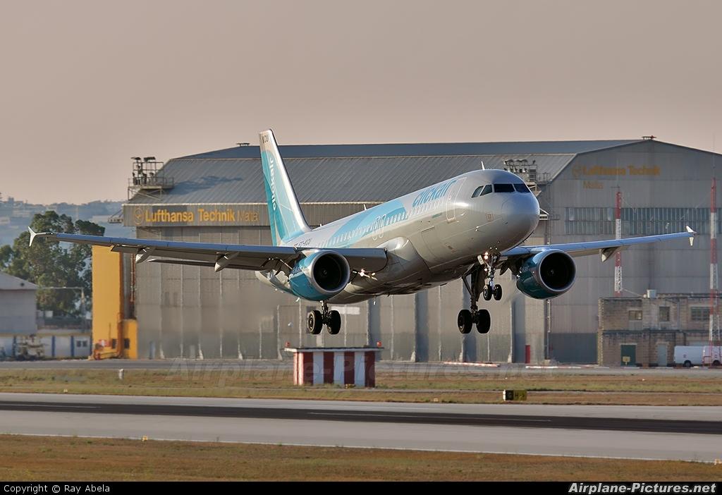 Clickair EC-KCU aircraft at Malta Intl
