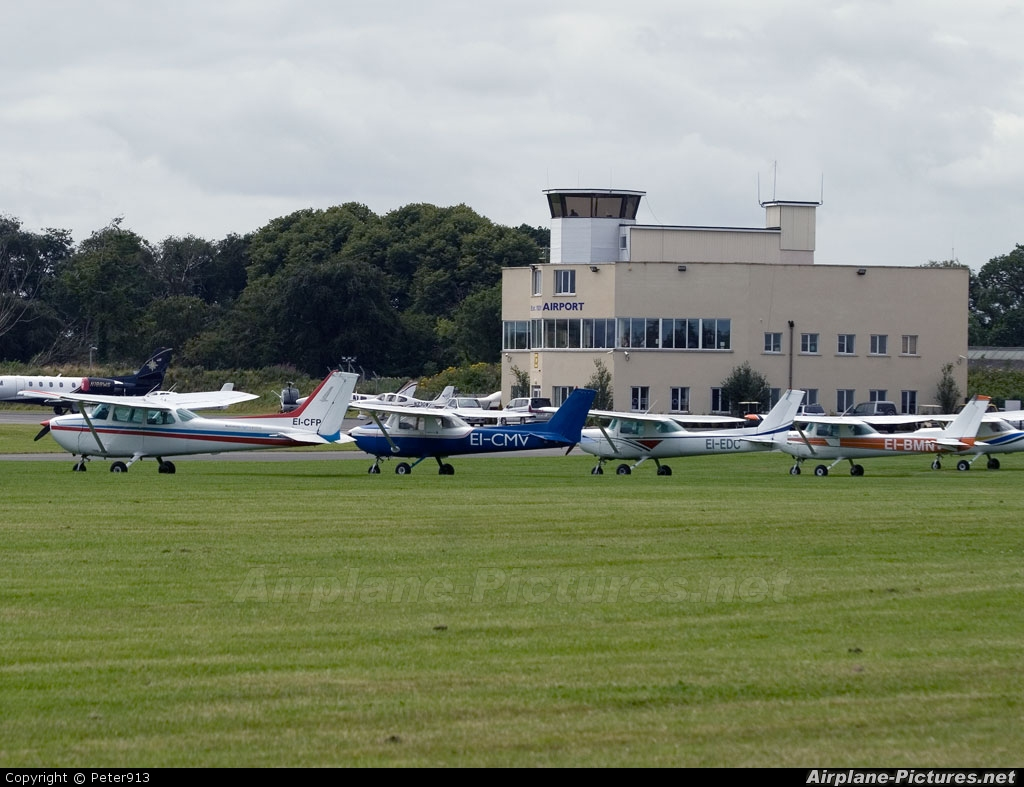 - Airport Overview - aircraft at Weston