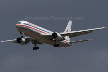 N7375A - American Airlines Boeing 767-300ER