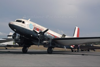 N32TN - Private Douglas C-117