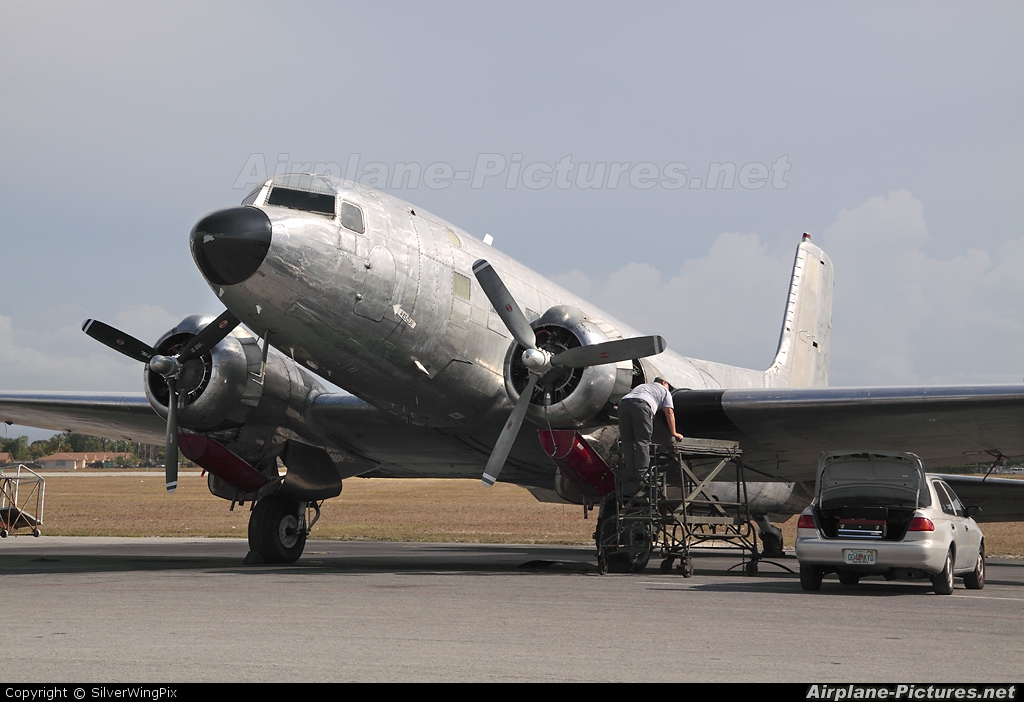 Private Douglas C-117 N587MB