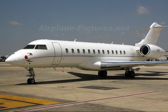 N4T - Private Bombardier BD-700 Global 5000