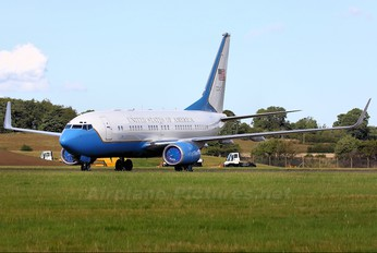 01-10040 - USA - Air Force Boeing C-40B