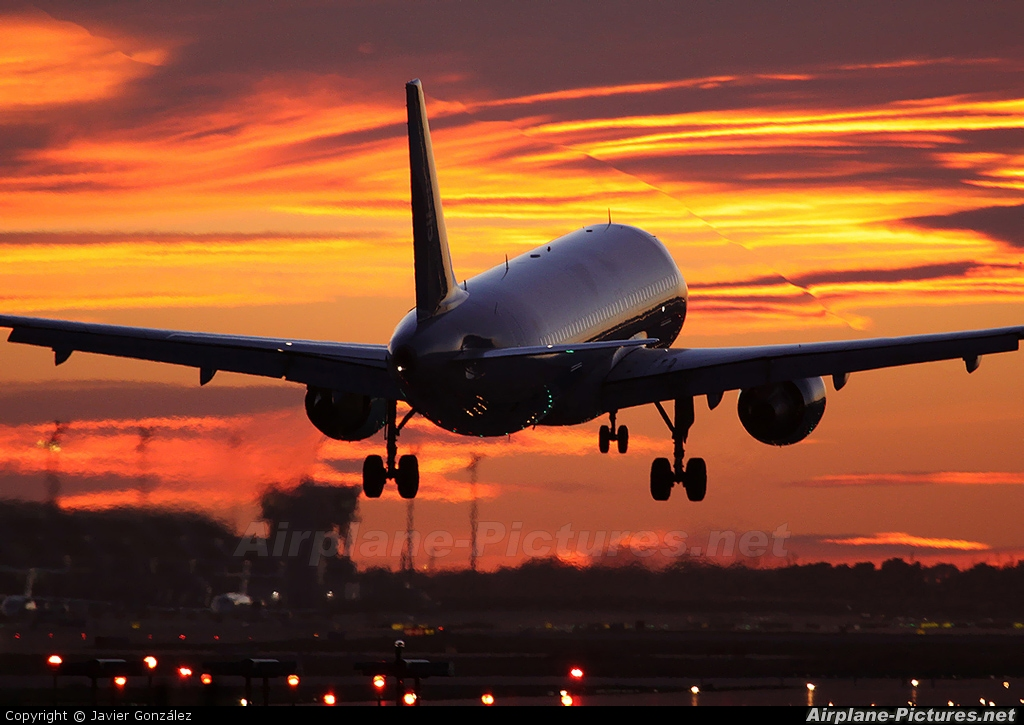 Clickair EC-ICQ aircraft at Barcelona - El Prat