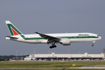 I-DISU - Alitalia Boeing 777-200ER