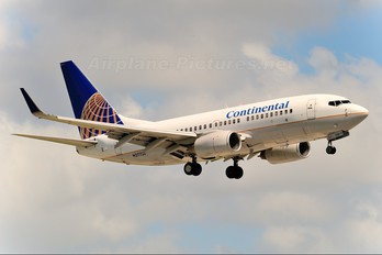 N27724 - Continental Airlines Boeing 737-700