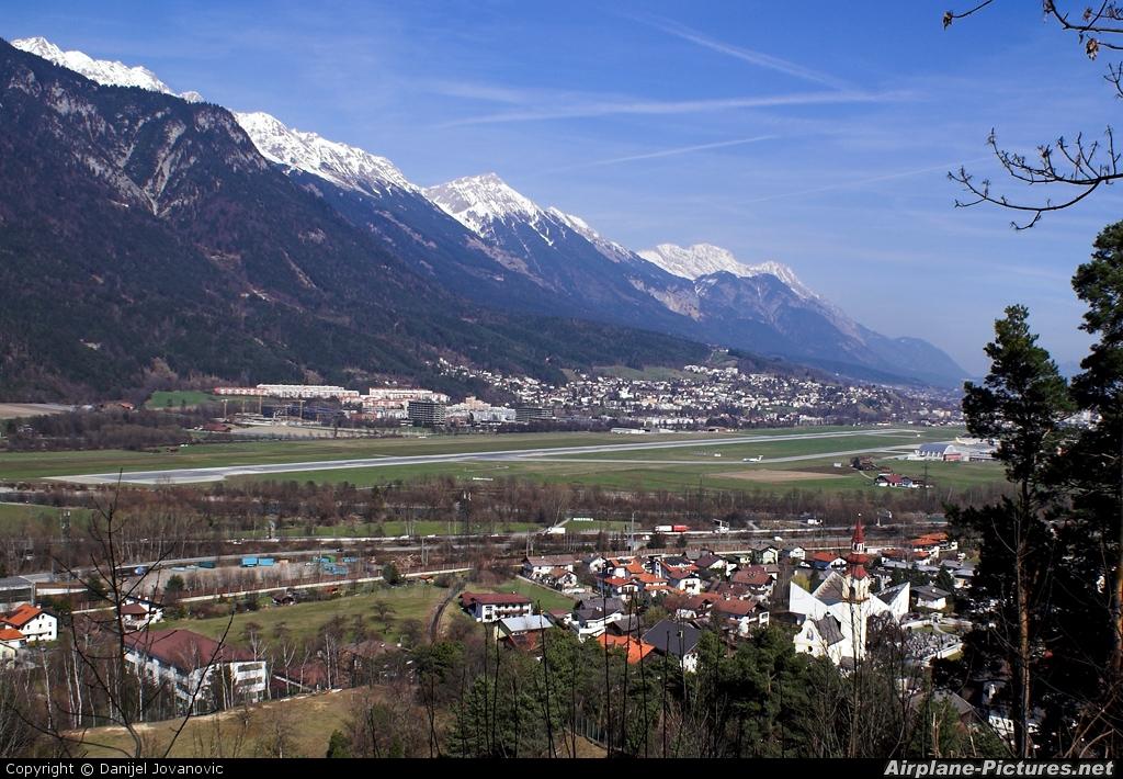 - Airport Overview - aircraft at Innsbruck