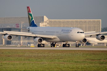 ZS-SXF - South African Airways Airbus A340-300