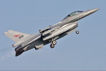 668 - Norway - Royal Norwegian Air Force General Dynamics F-16A Fighting Falcon