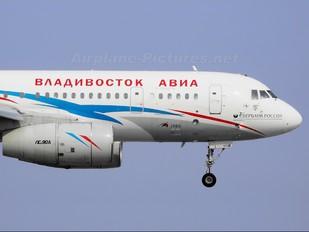 RA-64039 - Vladivostok Air Tupolev Tu-204