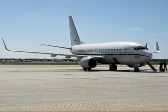 165833 - USA - Navy Boeing C-40A Clipper