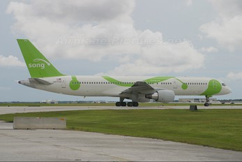 N6703D - Song Airlines Boeing 757-200