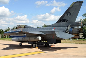 J-065 - Netherlands - Air Force General Dynamics F-16B Fighting Falcon