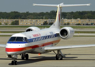N733KR - American Eagle Embraer ERJ-135