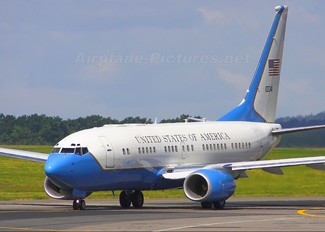 01-0041 - USA - Air Force Boeing C-40B