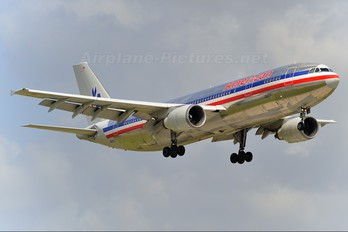 N8067A - American Airlines Airbus A300
