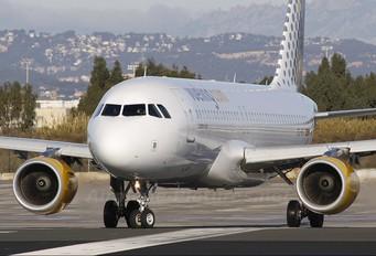 EC-KFI - Vueling Airlines Airbus A320
