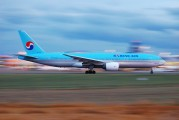 HL7526 - Korean Air Boeing 777-200ER aircraft