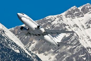 M-URUS - Global Jet Luxembourg Boeing 737-700 BBJ