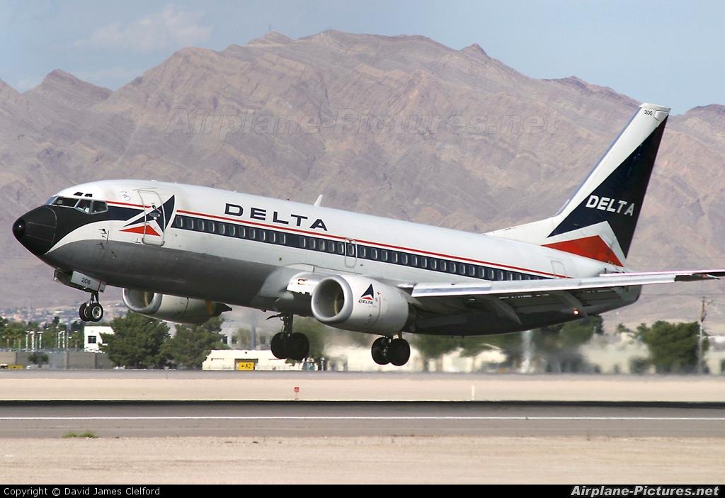Delta Air Lines N306WA aircraft at Las Vegas - McCarran Intl