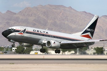 N306WA - Delta Air Lines Boeing 737-300
