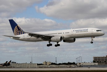 N33132 - Continental Airlines Boeing 757-200