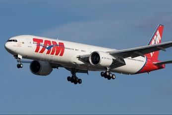 PT-MUB - TAM Boeing 777-300ER