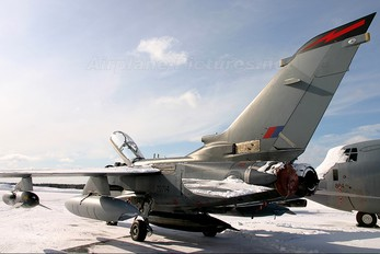 ZD714 - Royal Air Force Panavia Tornado GR.4 / 4A