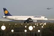 D-AIPU - Lufthansa Airbus A320 aircraft
