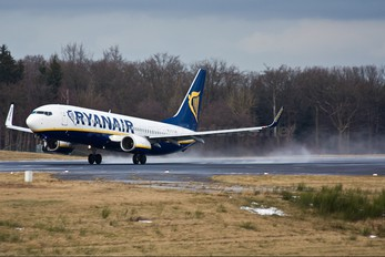 EI-DHM - Ryanair Boeing 737-800