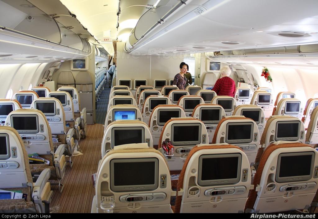 Singapore Airlines 9V-STF aircraft at Perth, WA