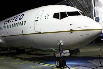 N78285 - United Airlines Boeing 737-800