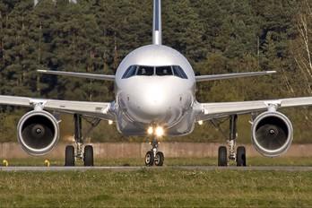 YL-BBC - SmartLynx Airbus A320
