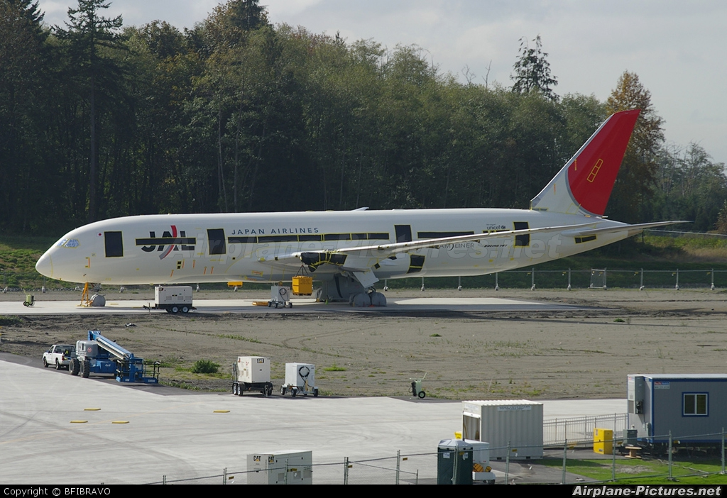 JAL - Japan Airlines - aircraft at Everett - Snohomish County / Paine Field