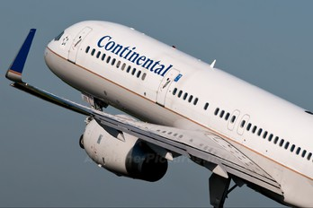 N26123 - Continental Airlines Boeing 757-200