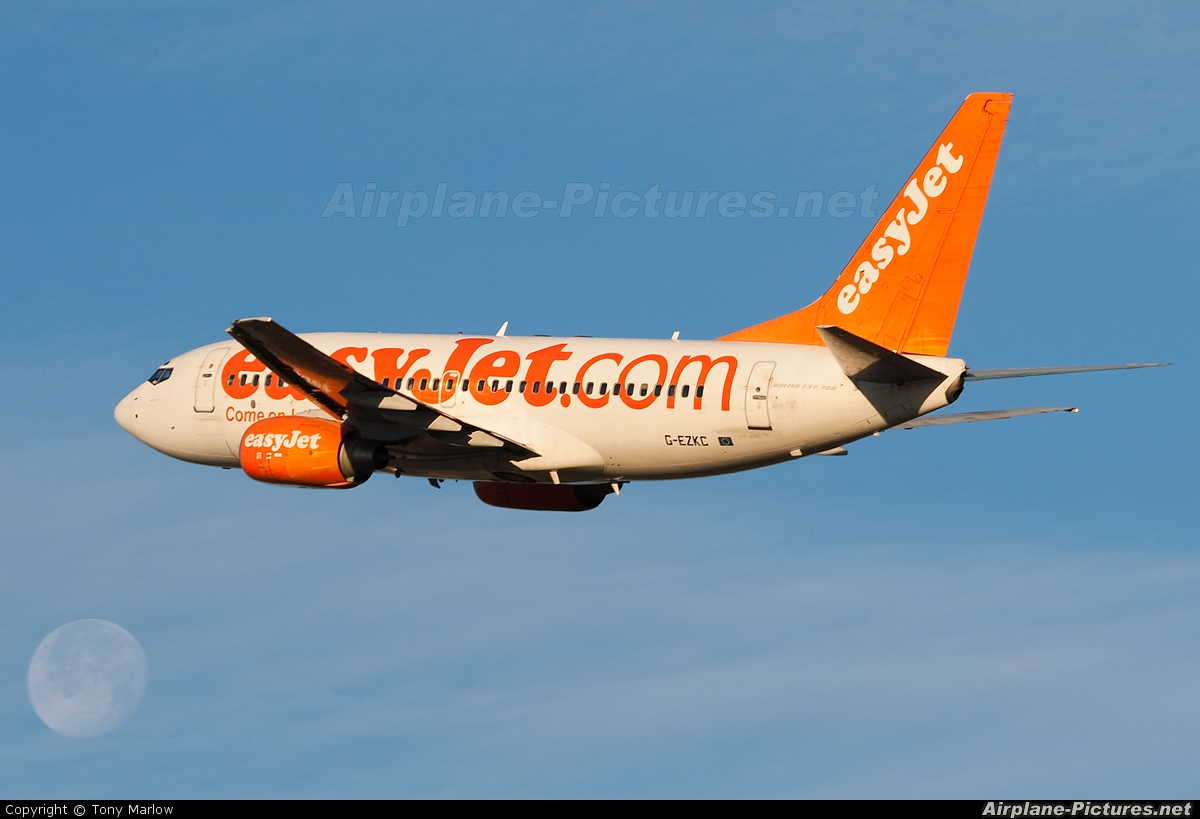 easyJet G-EZKC aircraft at Edinburgh