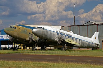 - - Unknown Douglas C-47 Dakota 4